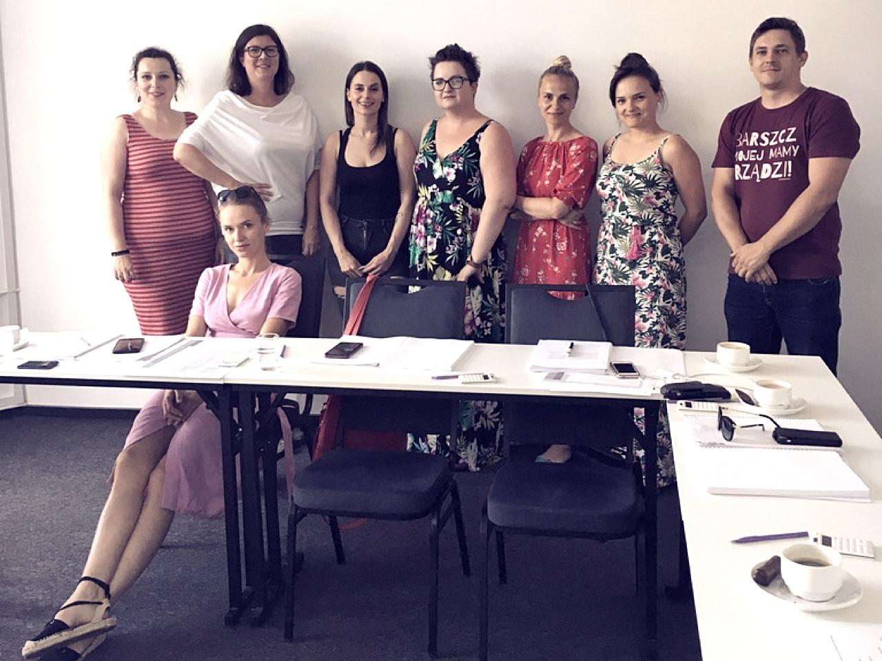 Uczestnicy praktyk, którzy tworzą scenariusz eventu